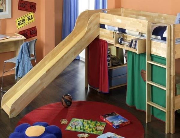 kinderzimmer-mit-hochbett-und-rutsche-interessant
