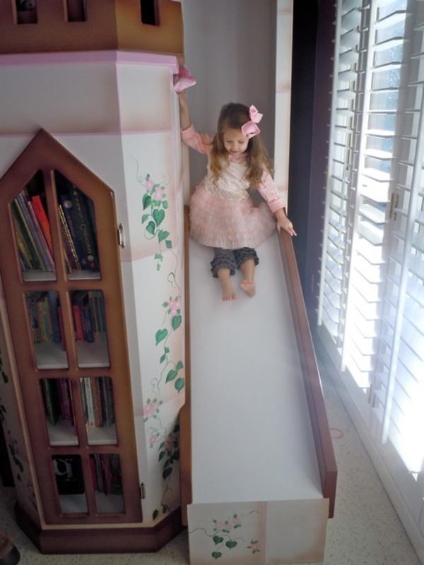 kinderzimmer-mit-hochbett-und-rutsche-traditionell-gestaltet