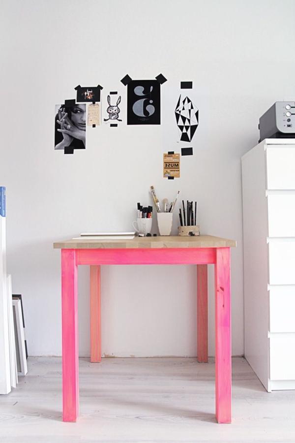 kleiner-Holztisch-in-Neon-Rosa-