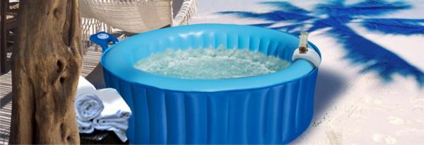 kleiner-blauer-portabler-whirlpool-mit-runder-form