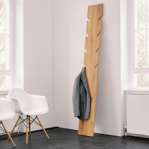 kreativer-Kleiderständer-aus-Holz-tolle-Wohnideen