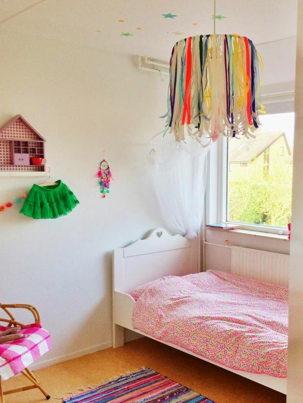 lampen-für-kinderzimmer-bunte-farben-sehen-sehr-schön-aus