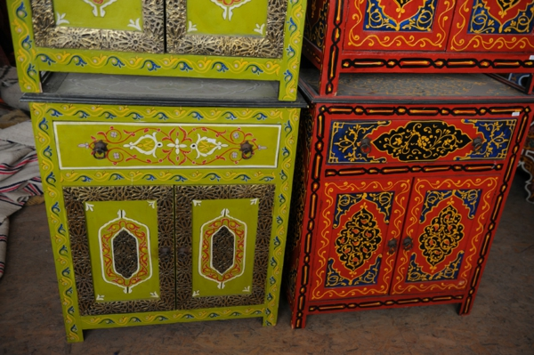 marokkanische-möbel-bunte-schränke