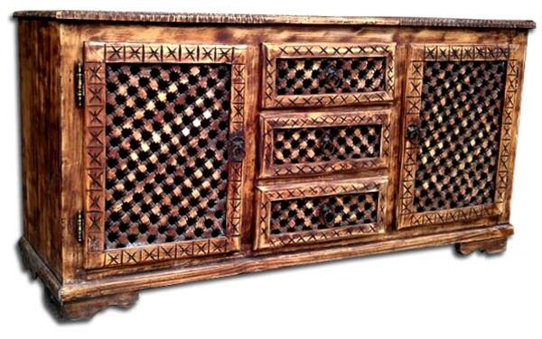 marokkanische-möbel-ein-alter-schrank