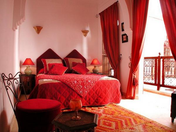 marokkanische-möbel-rotes-bett