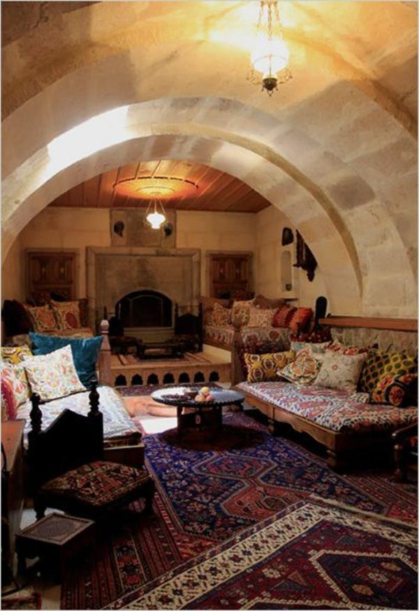 marokkanische-teppiche-zimmer-mit-vielen-dekokissen