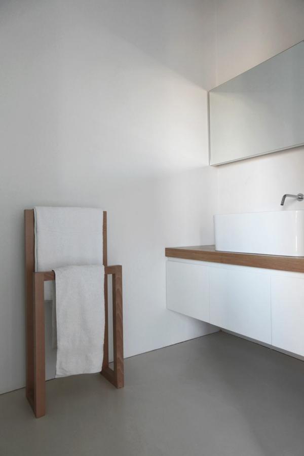 minimalistisches-Design-in-dem-Badezimmer-