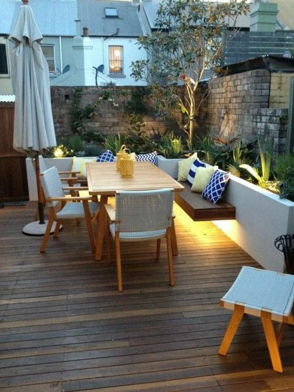 moderne-Terrasse-gestalten-Holzboden-Möbelset-aus-Holz