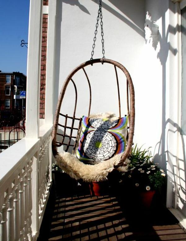moderne-Terrasse-gestalten-mit-einer-Schaukel