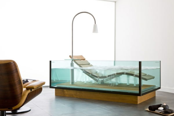 moderne-Whirlwanne-für-Innen-aus-Glas-innovatives-Design