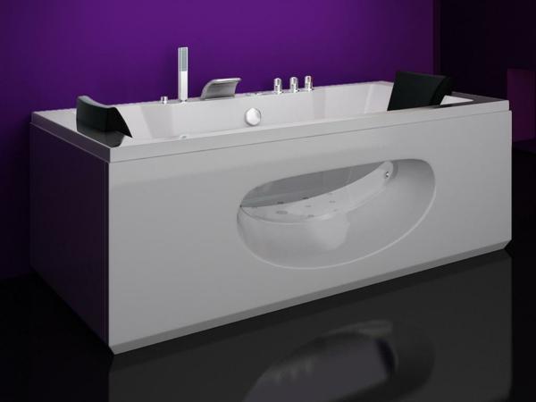 moderne-Whirlwanne-für-Innen-lila-Wand-im-Badezimmer