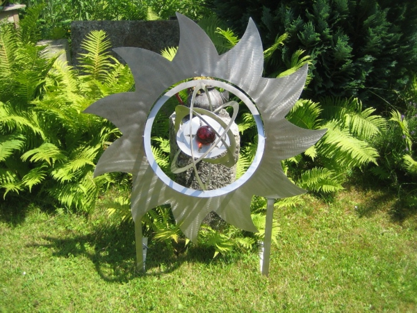 Moderne Skulpturen Garten Edelstahl : moderneattraktivegartendekoausedelstahl  auf dem gras