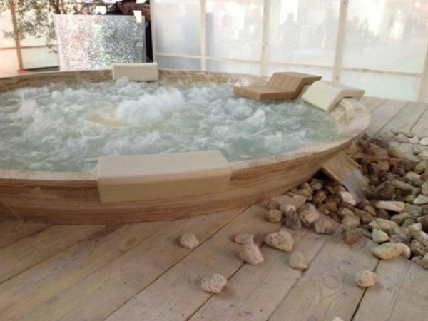 Holz SchiebetUr FUr Badezimmer ~ moderne ausstattung für badezimmer runde whirlwanne holz rückenlehne
