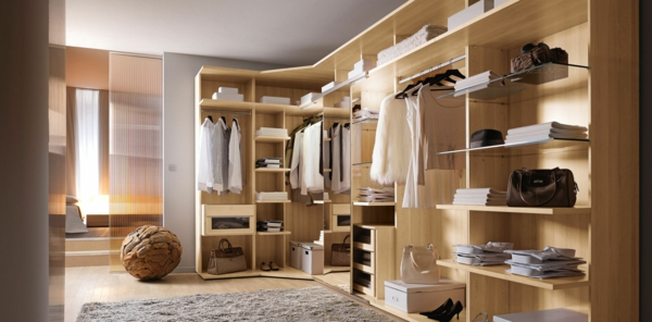 moderne-begehbare-Kleiderschränke--aus-Holz