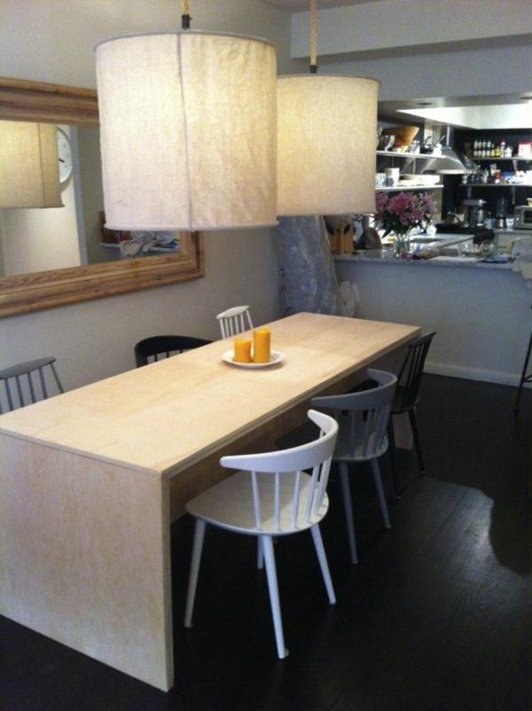 moderne-küchenmöbel-hängende-lampen-über-dem-kochinsel