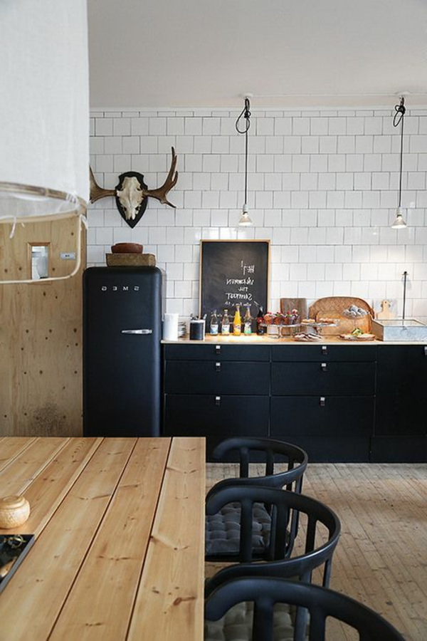 moderne-küchenmöbel-in-schwarzer-farbe