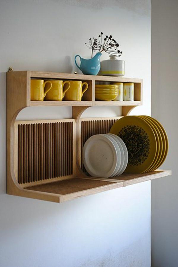 moderne-küchenmöbel-interessante-regale-an-der-weißen-wand