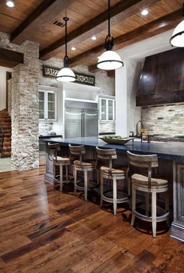 moderne-küchenmöbel-steinwand-und-viele-coole-stühle