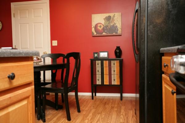 moderne-rote-küchen-wandfarbe