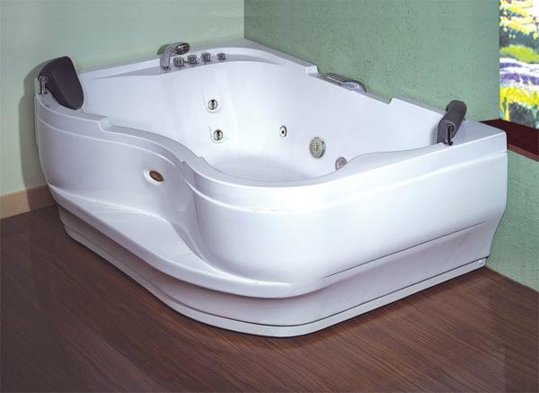 -moderner-Jacuzzi-im-Badezimmer-Design-Idee Whirlpools für Innen
