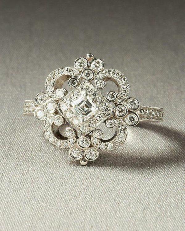 moderner-Verlobungsring-in-Form-einer-Blume