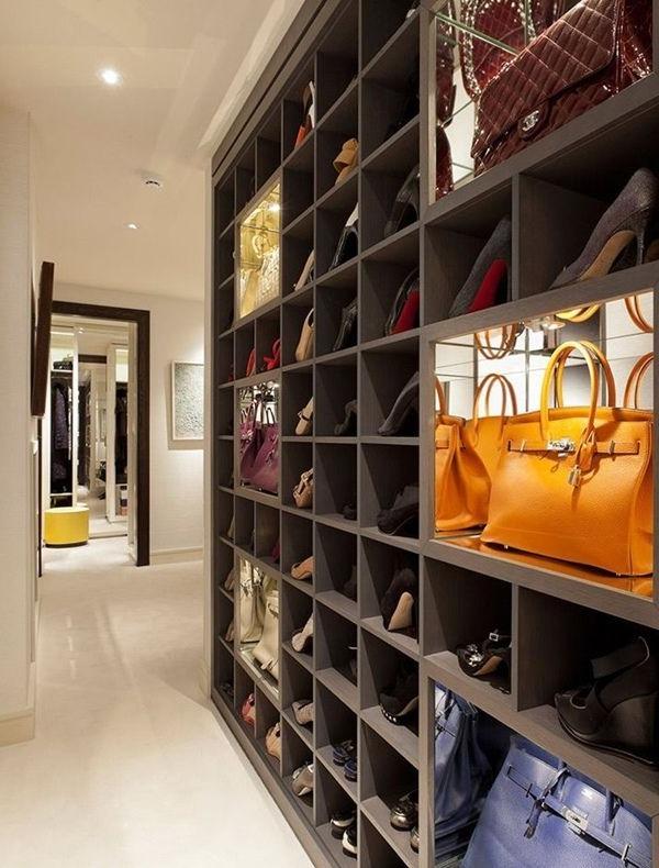 -moderner- begehbarer-Kleiderschrank-im-Hause
