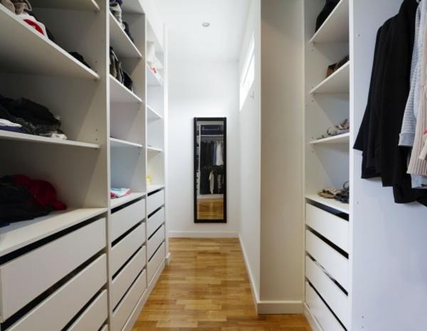 moderner- begehbarer-Kleiderschrank