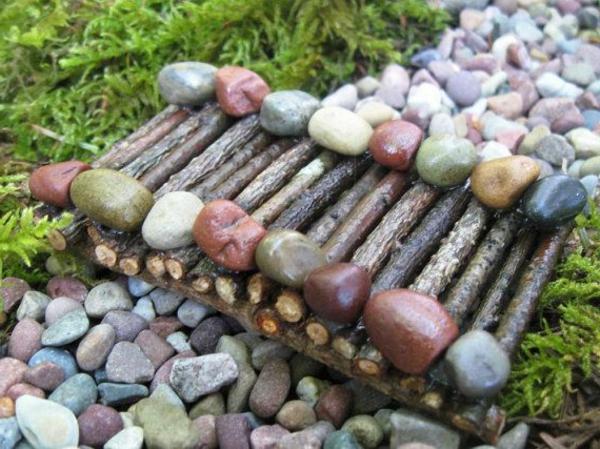 moderner-steingarten-eine-mini-brücke