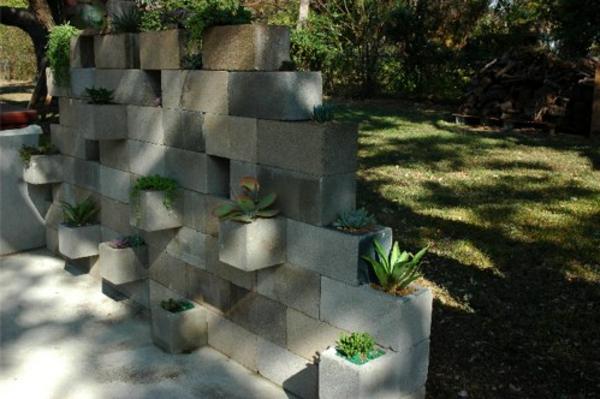 moderner-steingarten-wand-aus-steinen