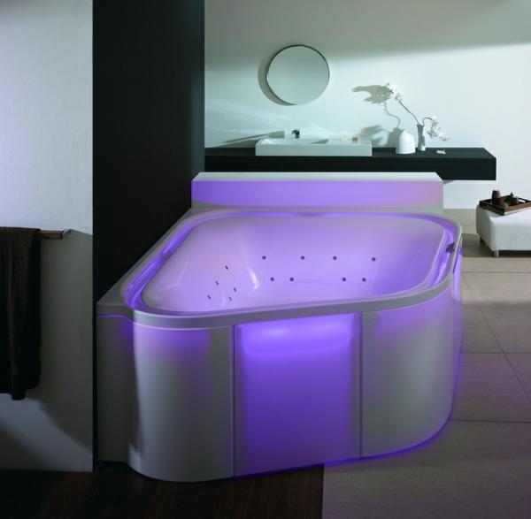 modernes- Whirpool-für-Innen-mit-lila-Beleuchtung