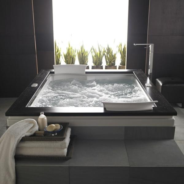 modernes- Whirpool-für-Innen-Luxus-Badezimmer