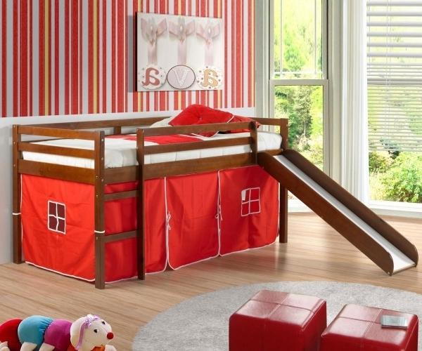 modernes-kinderzimmer-mit-hochbett-und-rutsche