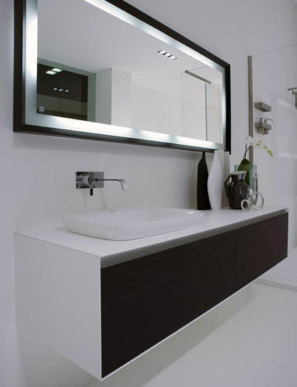 Modernes Schickes Badezimmer Mit Einem Designer Badspiegel
