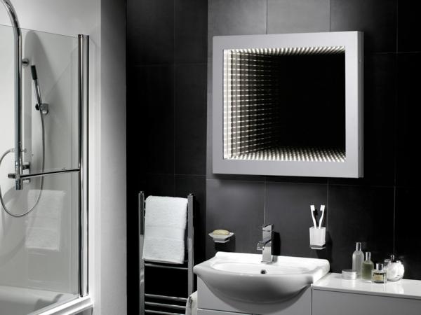 modernes-schwarzes-badezimmer-mit-einem-designer-badspiegel