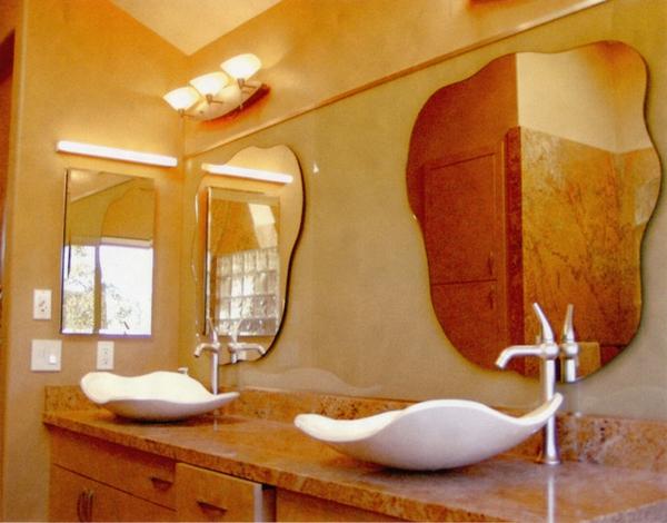 orange-beeindruckendes-badezimmer-mit-einem-designer-badspiegel