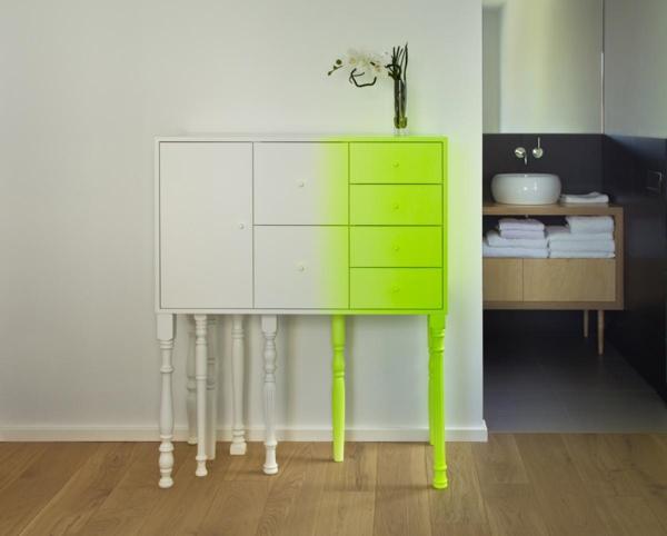 originelle-Gestaltung-mit-einem_Schrank-in-neon-Farben-