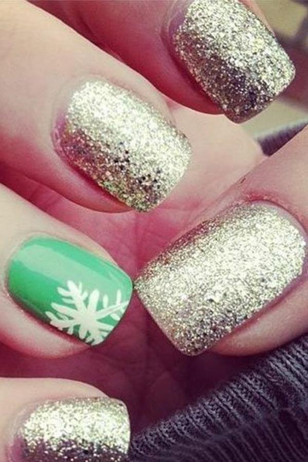 originelle-Ideen-für-eine-feierliche-Maniküre-für-Weihnachten-Grün-Gold