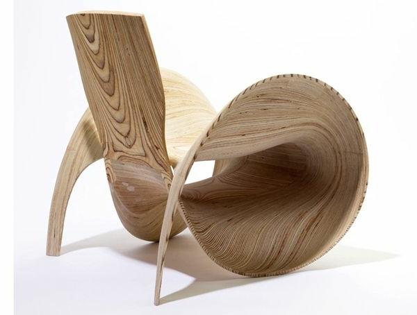 origineller-designer-Stuhl-aus-Holz--mit-fantastischem-Design