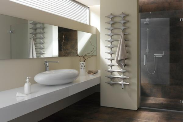 origineller-heizender-Handtuchhalter-im-Badezimmer