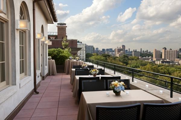 perfekte-Terrasse-mit-modernen-Möbeln-einrichten