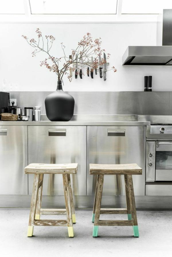 praktische-Idee-für-die-Küche-kleine-hölzerne-Hocker