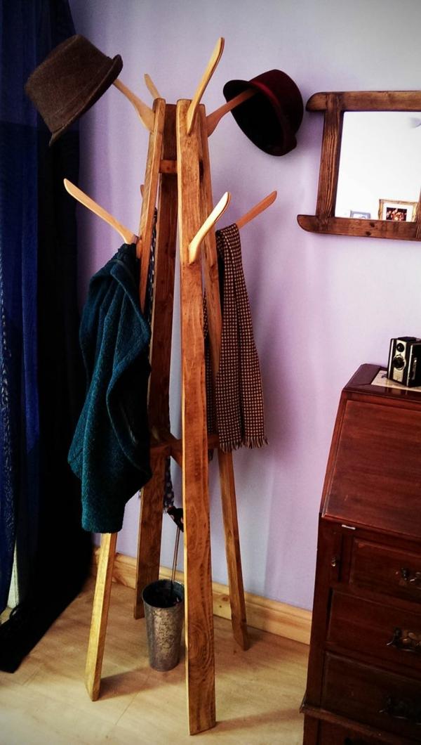 praktische-Wohnideen-Garderobenständer-Holz