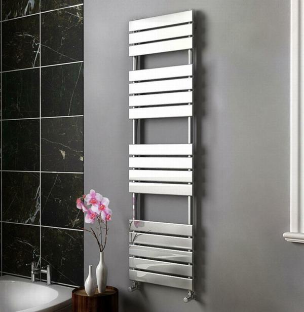 praktischer-Handtuchhalter-im-Badezimmer-Heizkörper-Design