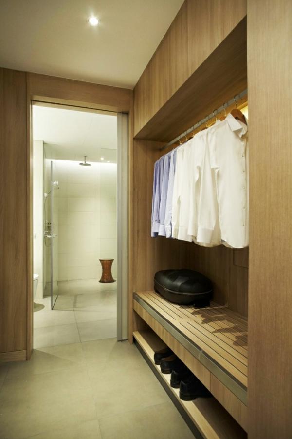 praktischer-großer--begehbarer-Kleiderschrank