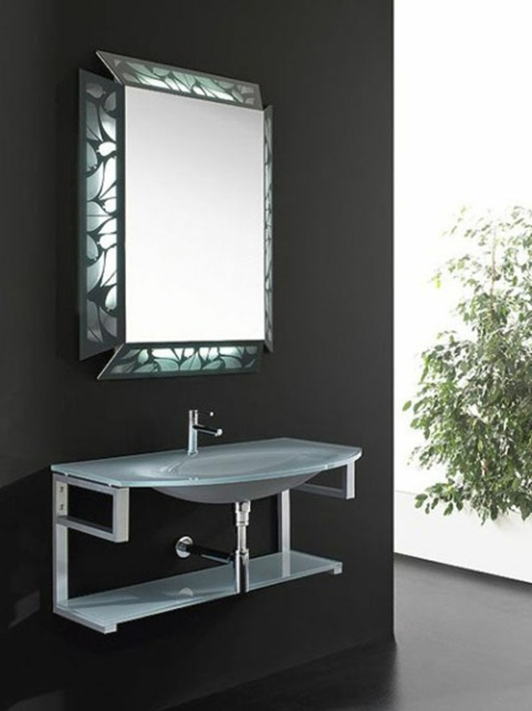 prima-badezimmer-mit-einem-designer-badspiegel
