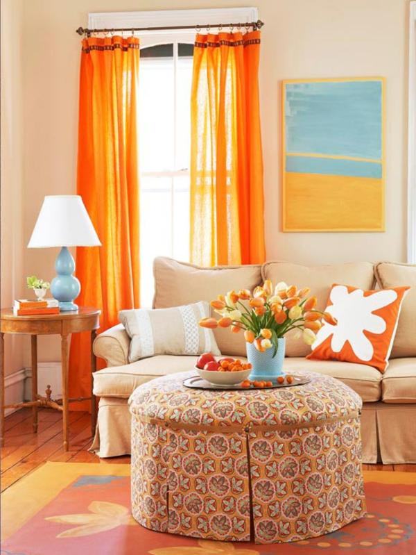 farbgestaltung wohnzimmer orange:orange vorhänge und orange tulpen ...