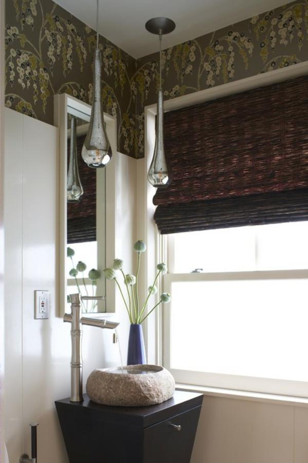 rollos-für-badfentser-im-modernen-bad