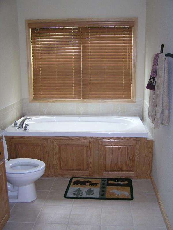badezimmer jalousie. Black Bedroom Furniture Sets. Home Design Ideas
