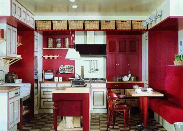 rote-küchen-wandfarbe-gemütliches-ambiente