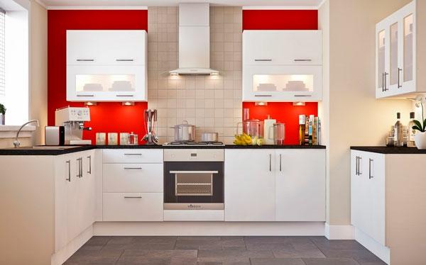 rote-küchen-wandfarbe-weiße-möbel